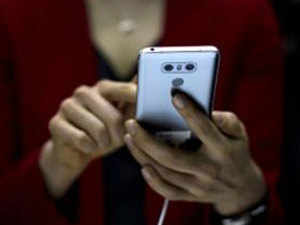 Realising that the youth use smartphones to search for jobs, companies are introducing smartphone into their recruiting processes.