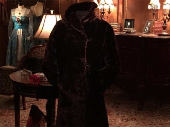 The fur coat and letter of provenance went under the hammer at an auction at Henry Aldridge and Son in Devizes, Wiltshire.