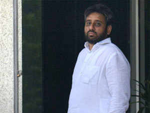 Environment minister Imran Hussain tweeted that Khan 'had lost his mental balance' for alleging that Kumar Vishwas was trying to arrange a coup against Kejriwal.  In Pic:  Amanatullah Khan