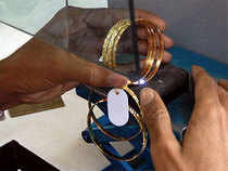 Expectation of hike interest rates and political uncertainty in US held the price of gold on Thursday.