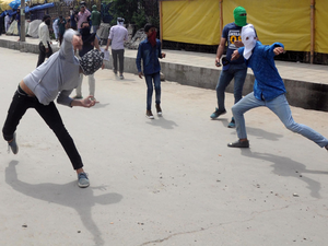 Kashmiri protestors throw stones Security forces.