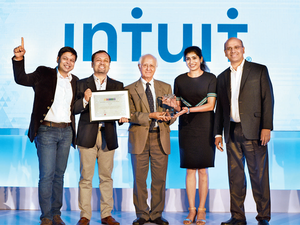 Former Planning Commission Member Arun Maira giving away the award to the Intuit Team.
