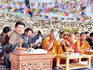 Prayer time: Lobsang Sangay (L), president of Tibetan govt in exile, performing the rituals