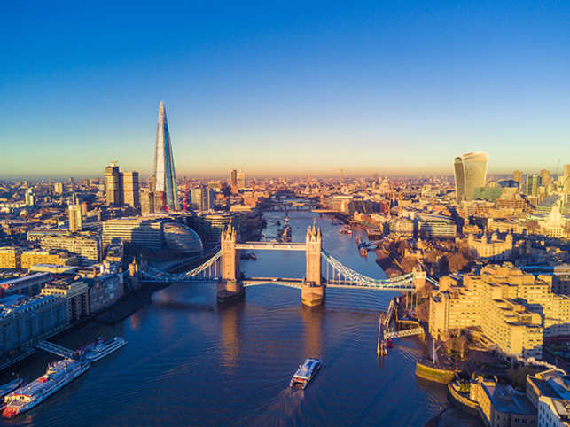 Delhi people prefer to travel to London over other destinations.