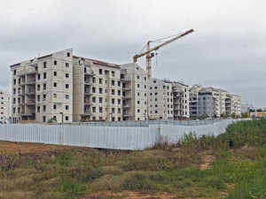 The builders have pleaded that they should not be made to register their projects till the court passes a final order.