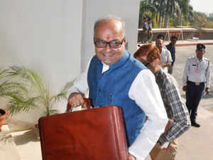 Madhya Pradesh Finance Minister Jayant Malaiya also submitted the data of per capita income on the basis of economic surveys of the state.