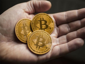 Cyber experts, on the other hand, claim that Bitcoin may derail an economy by becoming a parallel currency.