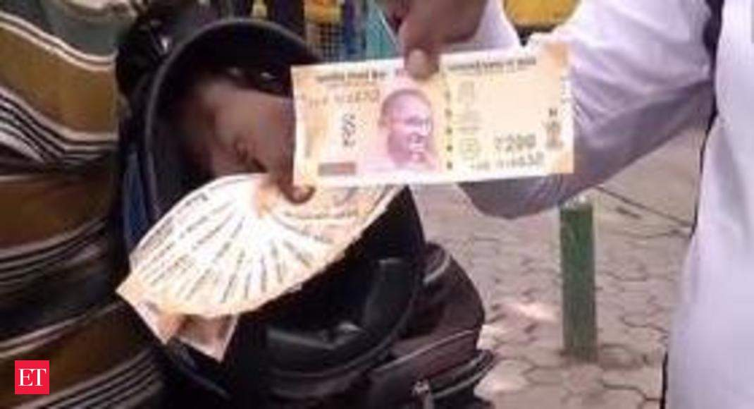 Watch: People queue up outside RBI to get new Rs 200 currency notes