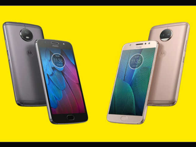 The phone does not disappoint in terms of its look, it boasts of a slightly redesigned shell.  (Image: Motorola)