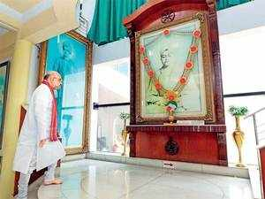BJP chief starts his Bengal trip with a visit to Vivekananda's home, meets district presidents, general secretaries and observers.