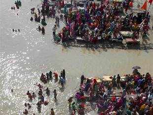 Seers are willing to extend their help to the state government for cleaning of the river Ganga.