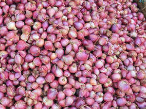 The new onion crop from the 2017-18 kharif season has started arriving in the market and the crop is projected to be better despite poor rains in some growing states.