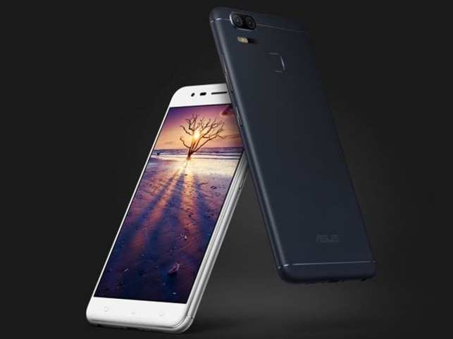 """The newly-launched """"Zenfone Zoom S"""" from ASUS comes with 12MP dual-camera system.   (Image: www.asus.com)"""