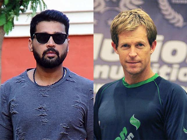 Murali Vijay (l) and  Jonty Rhodes (r).