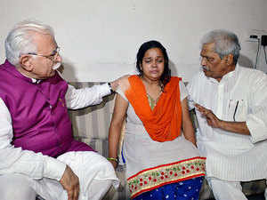 CM Khattar with the murdered schoolboy's mother.