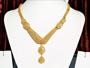 Popularly known as Kolkatti or Calcutta Jewelley, necklaces, bracelets and other ornaments using the traditional Bengali designs are in demand across India.