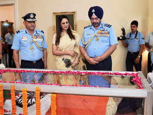 Air Chief Marshal B S Dhanoa pays his last respects to Marshal of the Indian Air Force Arjan Singh in New Delhi.