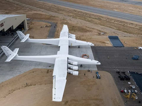 world's largest plane: World's largest plane fires up all 6