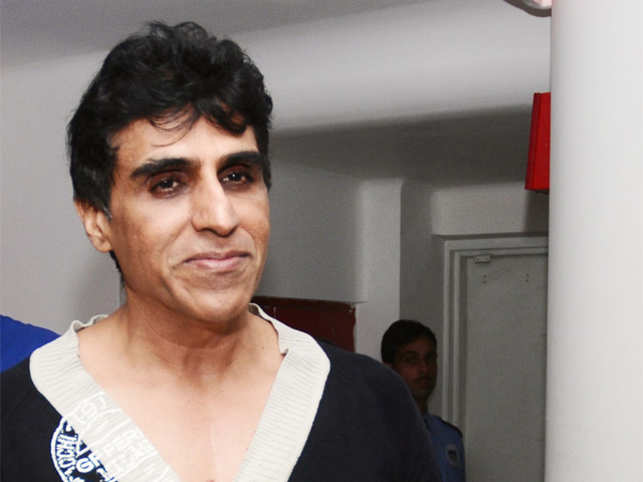 'Chennai Express' producer Karim Morani surrenders before police in rape case