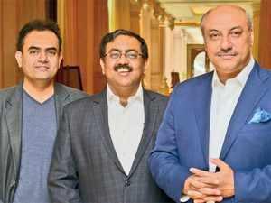 IBM India MD Karan Bajwa (right) with Mukul Mathur (centre), VP, business partners and CSI, and Prashant Pradhan, ED, cloud and Watson.