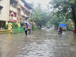 Water entered homes in many more neighbourhoods.
