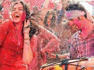 A screen grab from the film Yeh Jawani Hai Diwani