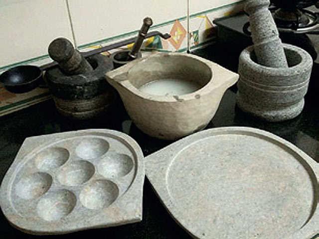 Food aficionados learn benefits of stoneware cooking