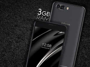 As far as camera specs go, it has a 13MP AF + 5MP camera around the back and a 5MP front camera.  (Image: Twitter)