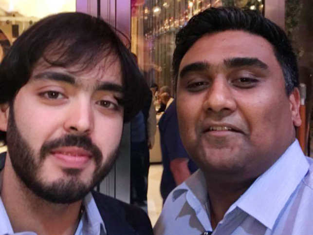 Freecharge's Kunal Shah shares a picture with Anant Ambani, calls him the 'biggest loser'