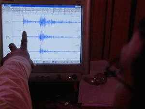 Using a lab-based system that mimics real earthquakes, they used machine learning techniques to analyse the acoustic signals coming from the 'fault' as it moved and search for patterns.