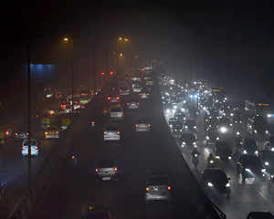 Delhi pollution hits dangerous level, primary schools closed tomorrow
