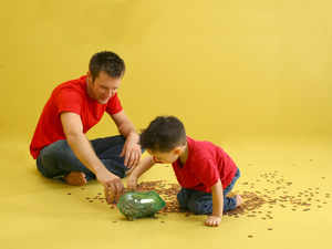 It is also important to talk to the child, explain the reasons for spending and saving.