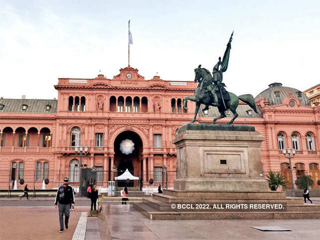 Like any major city in the world, the poor and the rich co-exist side by side in Buenos Aires. (In pic: Casa Rosada — the presidential palace in Plaza Mayo)