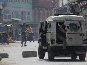 90% dip in stone-pelting incidents in Kashmir in 2017: J&K DGP