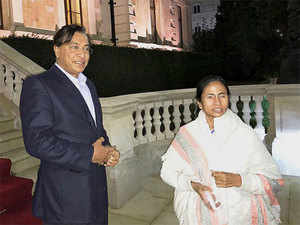 NRI steel tycoon Lakshmi N. Mittal with West Bengal chief minister Mamata Banerjee at his Kensington Palace Gardens home in London.