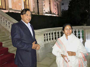 NRI steel tycoon LN Mittal with West Bengal chief minister Mamata Banerjee at his Kensington Palace Gardens home in London.