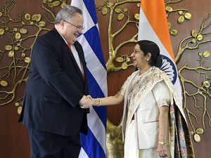 The size of bilateral trade between India and Greece was USD 606.93 million in 2009-10 which fell to USD 445 million in 2015-16.