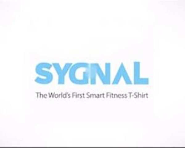 Watch: This digital t-shirt allows you to customize slogans, image using  your smartphone