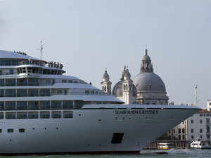 The Mahabahu cruise takes you on a fascinating tour across the famous destinations in the North Eastern part of India.