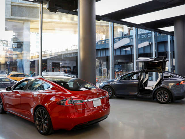 For The First Time Tesla Will Cars Solar Panels And Batteries Permanently Under One Roof