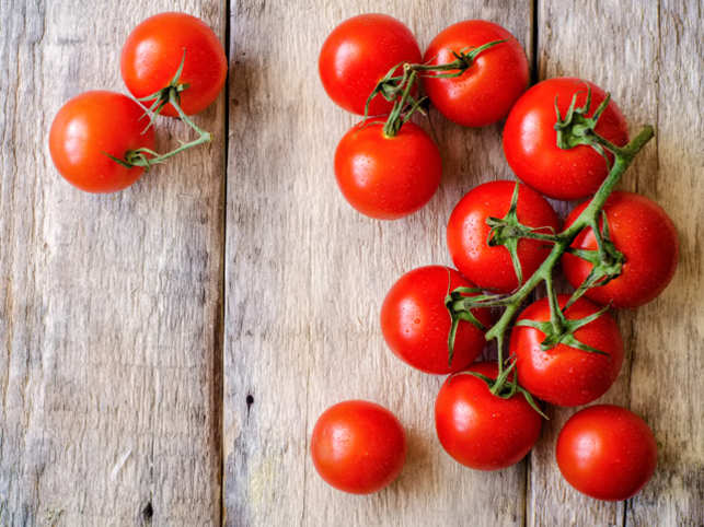 The researchers inquired about other dietary sources such as dishes and processed foods containing fruits and vegetables (eg tomato sauce) but the protective effect was only observed in fresh fruit and vegetables.