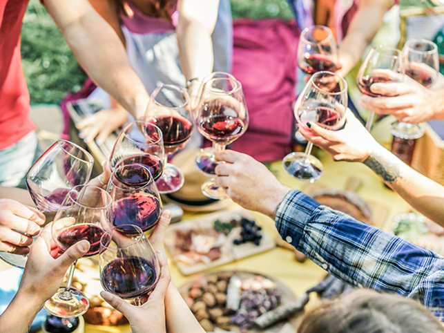 wine-food-drink-friends-ThinkstockPhotos-681767282