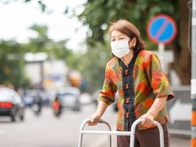 Air pollution increases the risk of death in elderly people