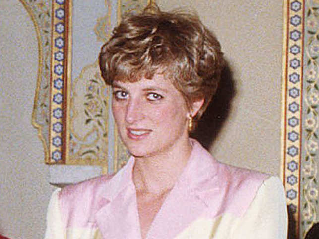 Diana Signed Catalogue Of Princess Dianas Dresses Sold For 9500