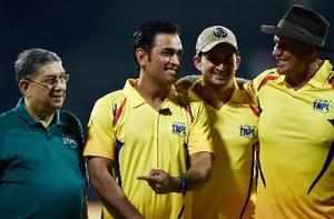 Chennai: Members of Chennai Super Kings (CSK) MS Dhoni, Matthew Hayden (R), Mohi...