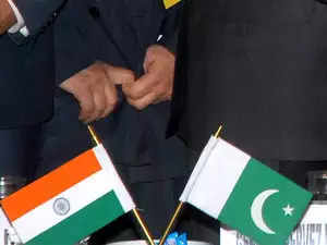 BSF: BSF pounds Pakistan positions across IB with 9000