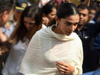Deepika Padukone visits Siddhivinayak, seeks blessings for 'Padmaavat'