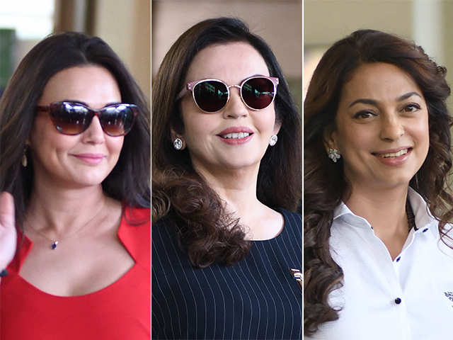 List of Synonyms and Antonyms of the Word: juhi chawla