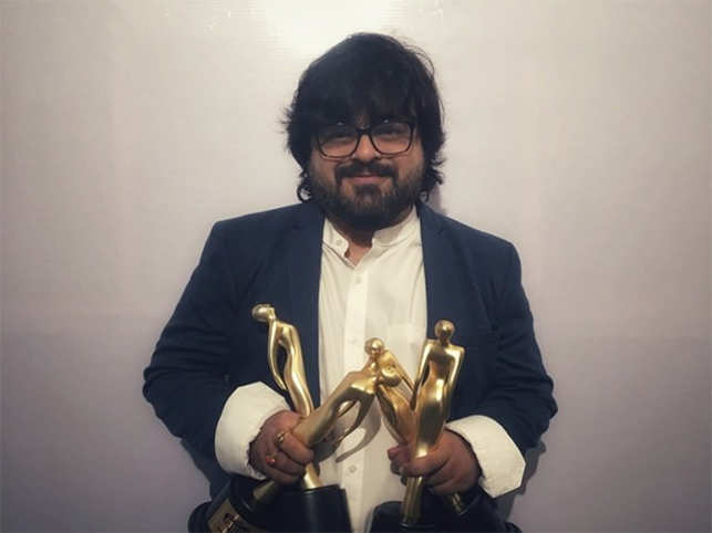 Pritam poses with his trophies.  (Image: Twitter/RadioMirchi)