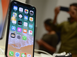 Apple widens lead in premium smartphones